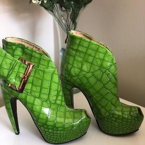 SHOE ENVY Green Peep Toe Platforms 38 Super Funky